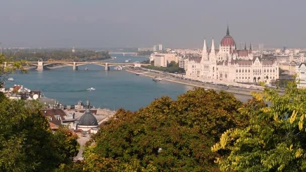 Budapest Parlament és a Duna folyó