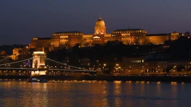 Budapest budai részén éjszakai látképe