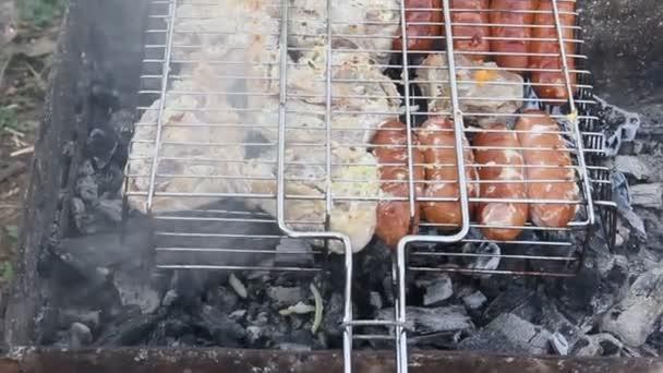 Főzés a grill barbecue. A parazsat sült hús