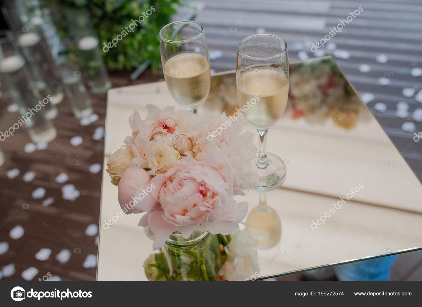Hochzeit Ringe Und Blumen Stockfoto C Kiriak09 199272574