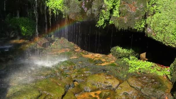 Malý vodopád a rainbow