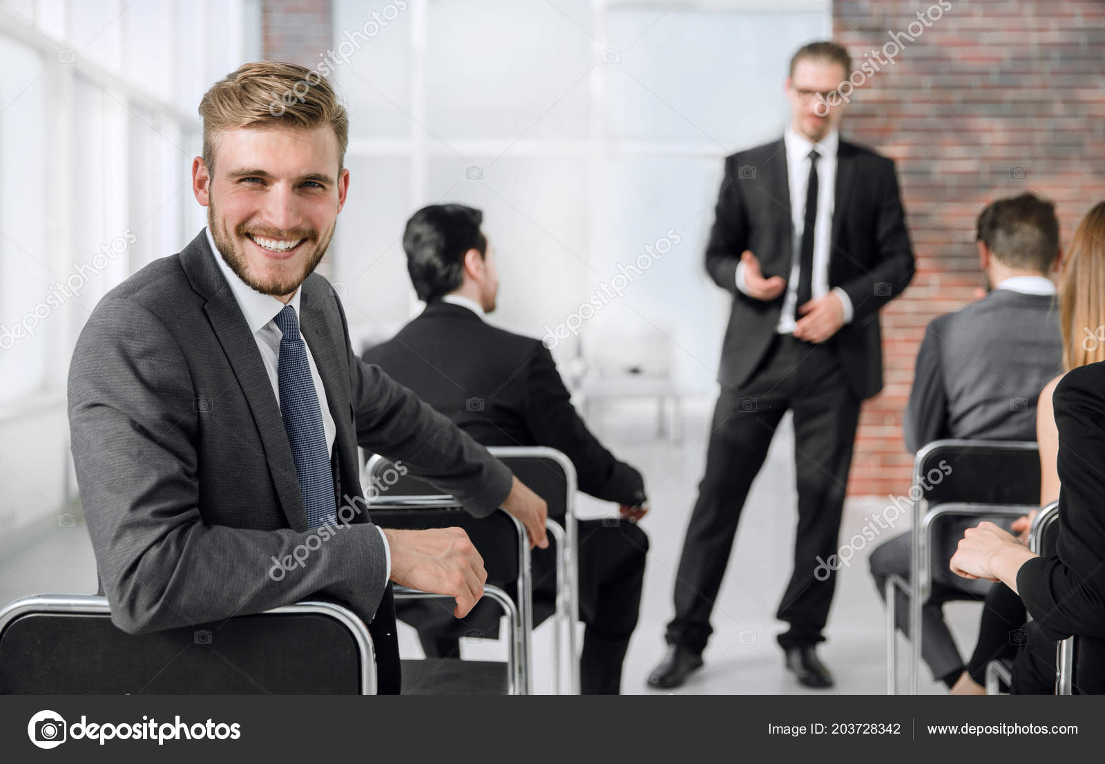 11605f944c18 businessman sitting at business training. — Stock Photo ...