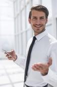 Fotografie close up.smiling businessman with smartphone