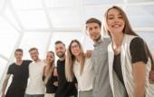 úspěšné skupiny obchodní postavení mládeže v nové kanceláři.