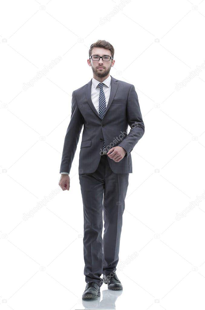 человек фото в полный рост идет обрывистые линии углы
