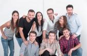 Skupina slibných mladých lidí