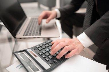 close up.businessman analyzing financial data.