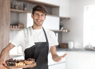 young man inviting his family to Breakfast