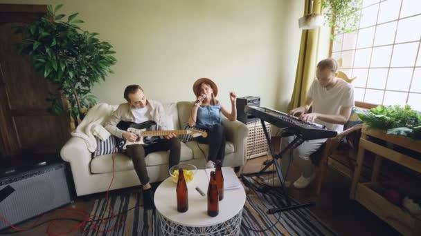Как женщина прыгающая на бутылке фильмы-онлайн смотреть