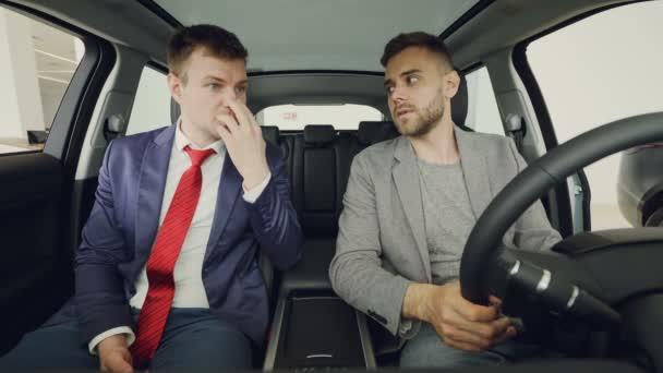 vendeur voiture de luxe