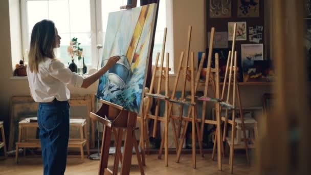 Творческая девушка <b>картина</b> красивая <b>картинка</b> стоя в легких ...