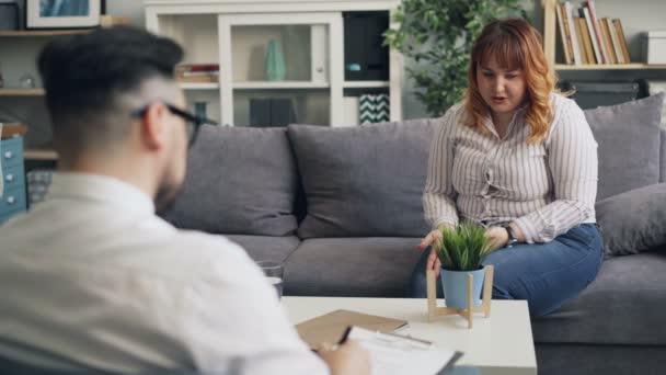 Zdůrazňovala obéská žena, která sdíleli problémy s psychoterapeutem na klinice