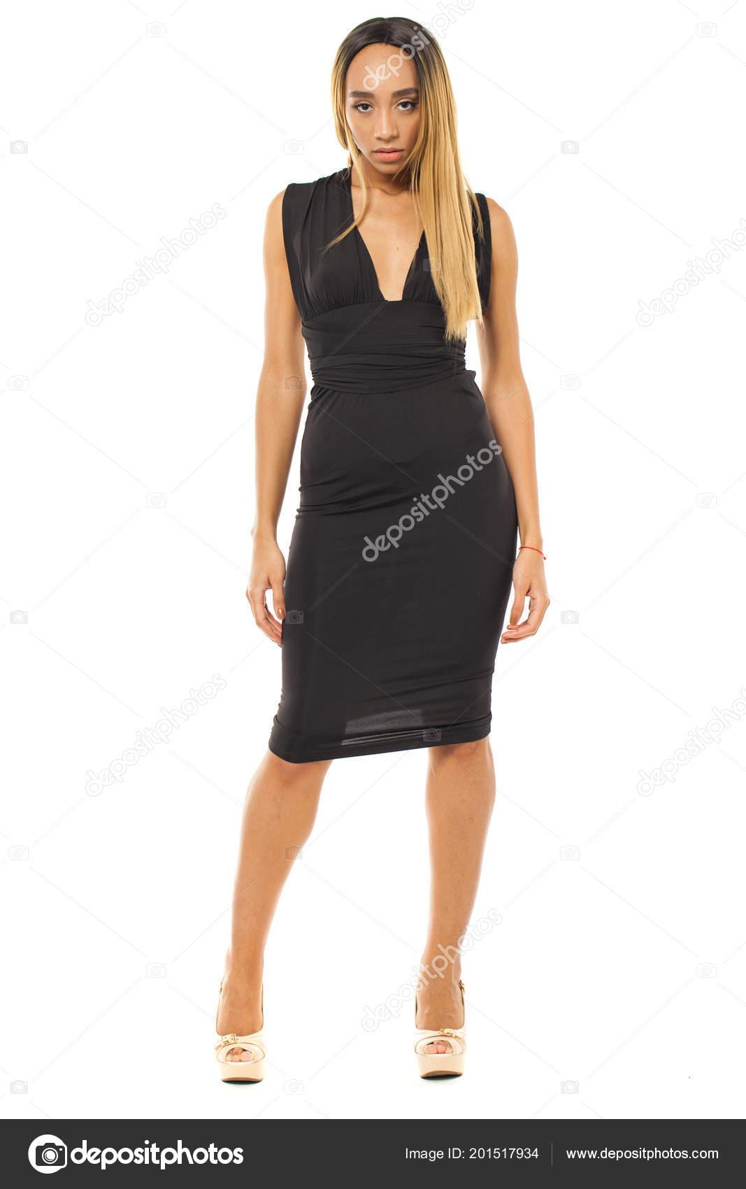 79579cc140 Giovane Donna Africana Vestito Nero Sexy Isolato Priorità Bassa ...