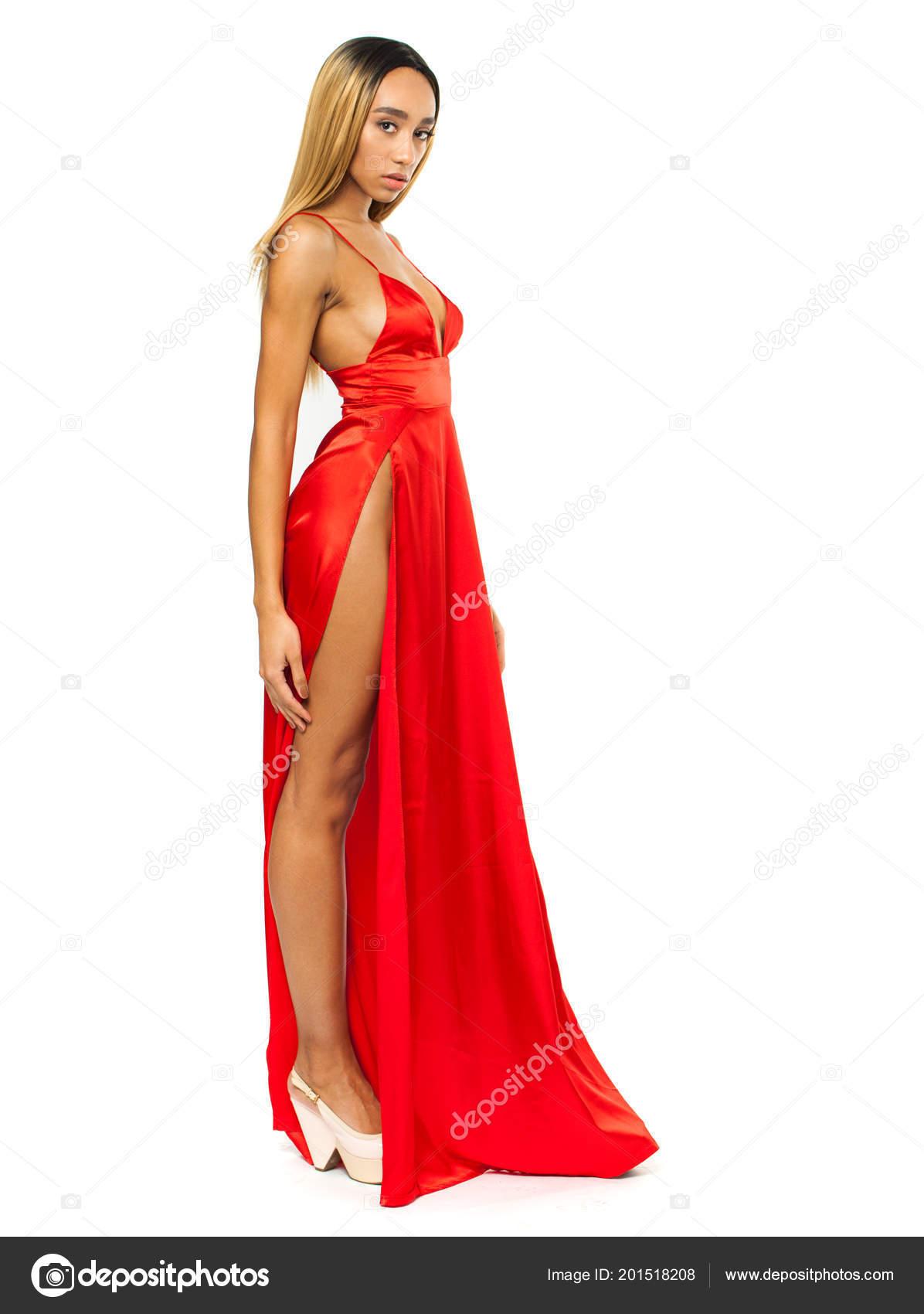 timeless design d2fbf ba7d9 Giovane Donna Africana Vestito Rosso Lungo Isolato Priorità ...