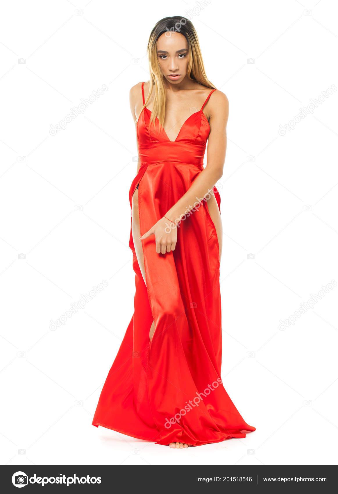 1917fdbde3 Giovane Donna Africana Vestito Rosso Lungo Isolato Priorità Bassa ...