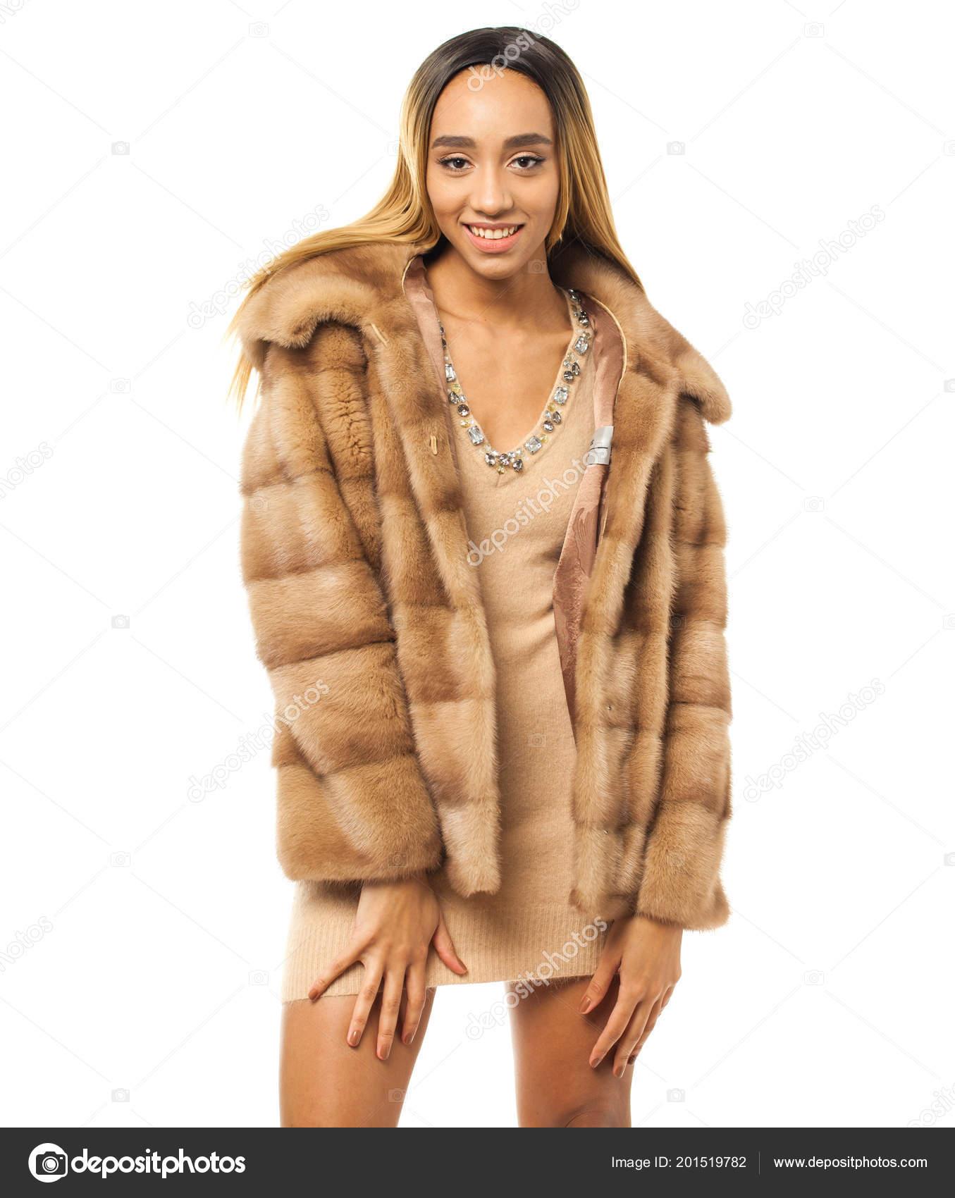 Abrigo Beige Sensual Africana Piel Cerca Joven Retrato Vestido Mujer RXwq1T
