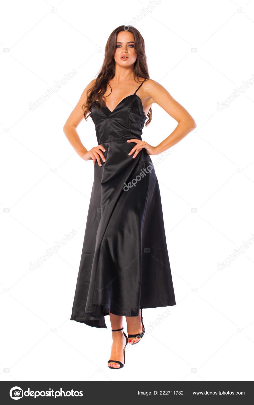 4eb2d61b5997 Corpo Pieno Giovane Bella Donna Castana Vestito Nero Lungo Isolato–  immagine stock