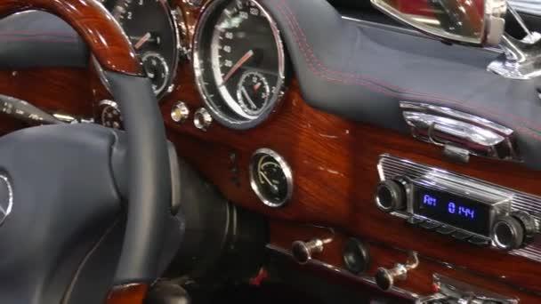 Interiér německé klasické vozidlo Mercedes-Benz