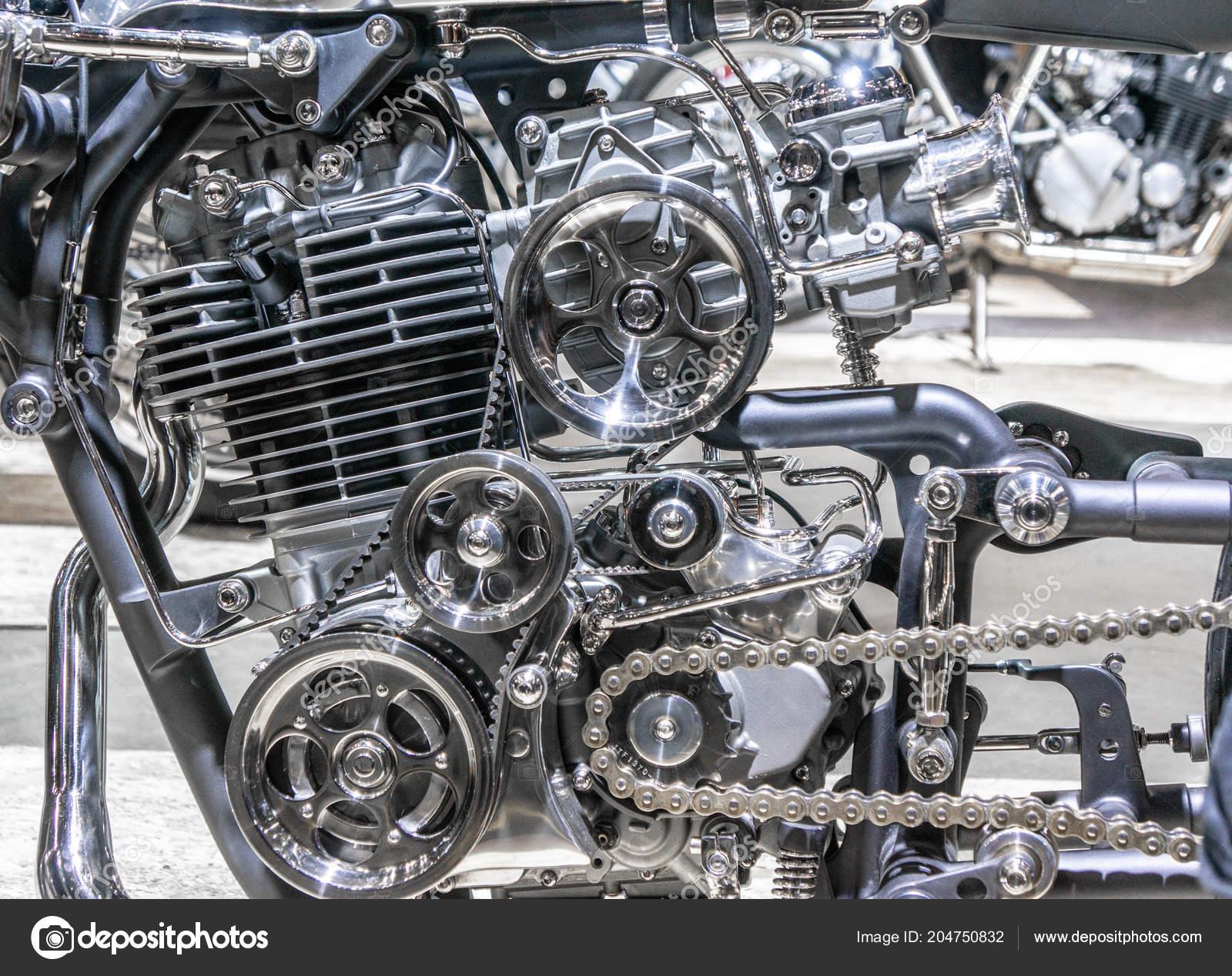 Araba Motoru Metal Krom Plastik Parçaları Ağır Sanayi Modern