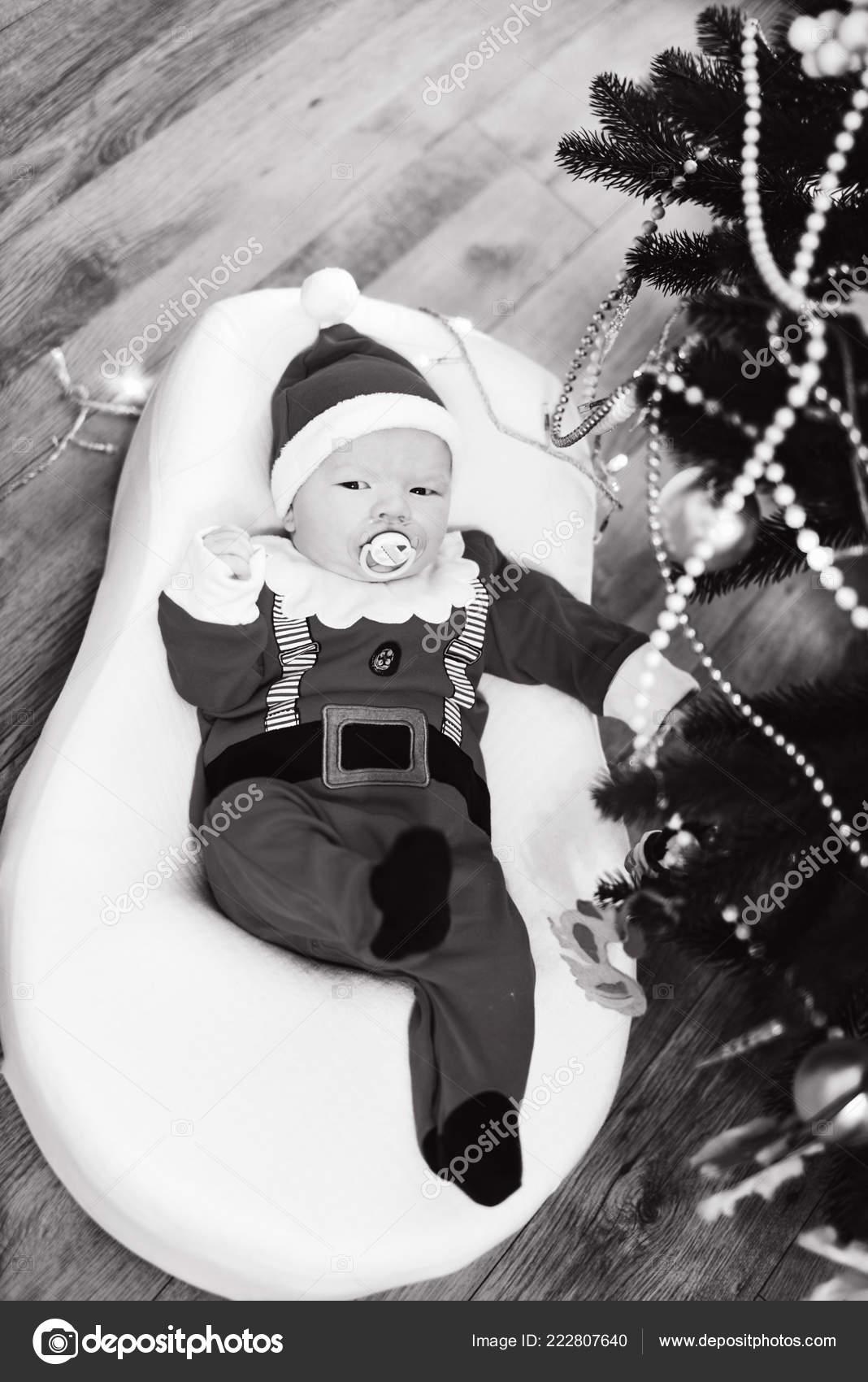 403e86cf92c5 Newborn Baby Boy Wearing Santa Clothes Christmas Tree — Stock Photo ...