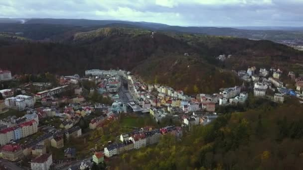 Karlovy Vary Česká republika - letecký pohled - cestování a architektura video