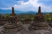 Fotografia Tempio buddista di Borobudur nellisola di Java in Indonesia - sfondo viaggi e architettura