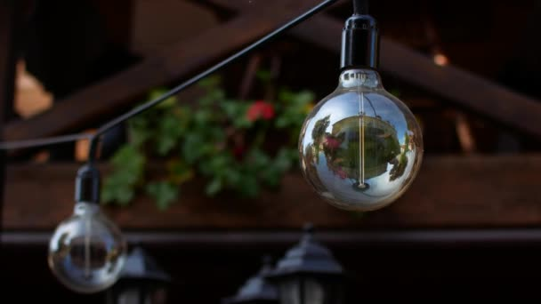 Krásné lampy na strop v restauraci.