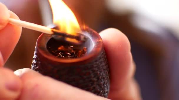 10/01 volutes du jour Depositphotos_204138592-stock-video-smoking-pipe-with-smoke