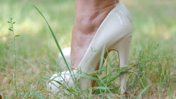 Boty na trávu, prezentaci Dámské boty, Dámské boty s vysokými podpatky