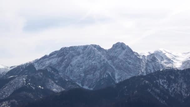 Panorama horské krajiny v Polsku, vesnice Zakopaného