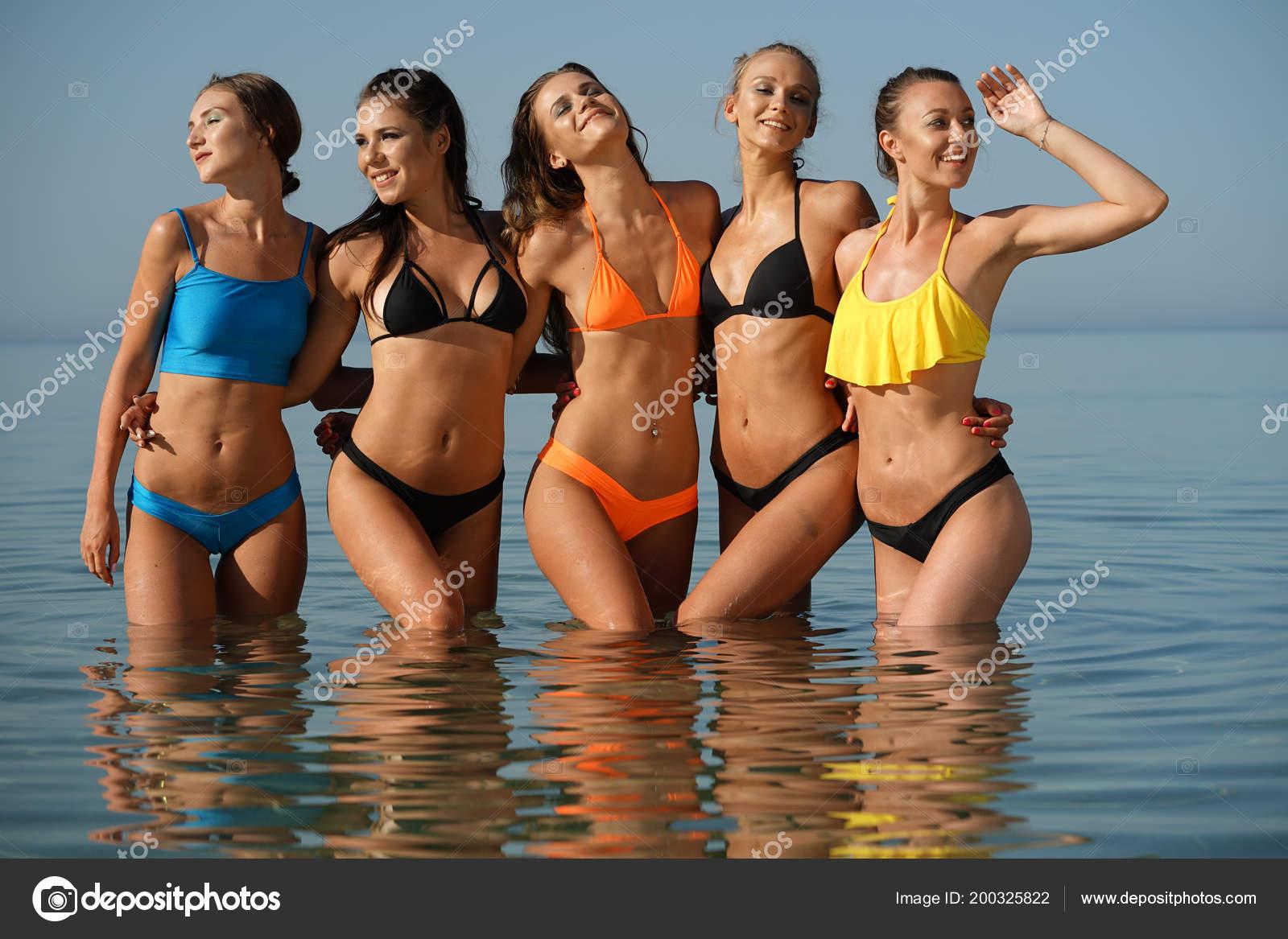Фотографии женщин стоящих в воде цены