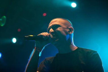 MOSCOW - 27 AUGUST, 2015 : Oxxxymiron & Johhny Rudeboy aka Ohra warming up at concert of Yelawolf