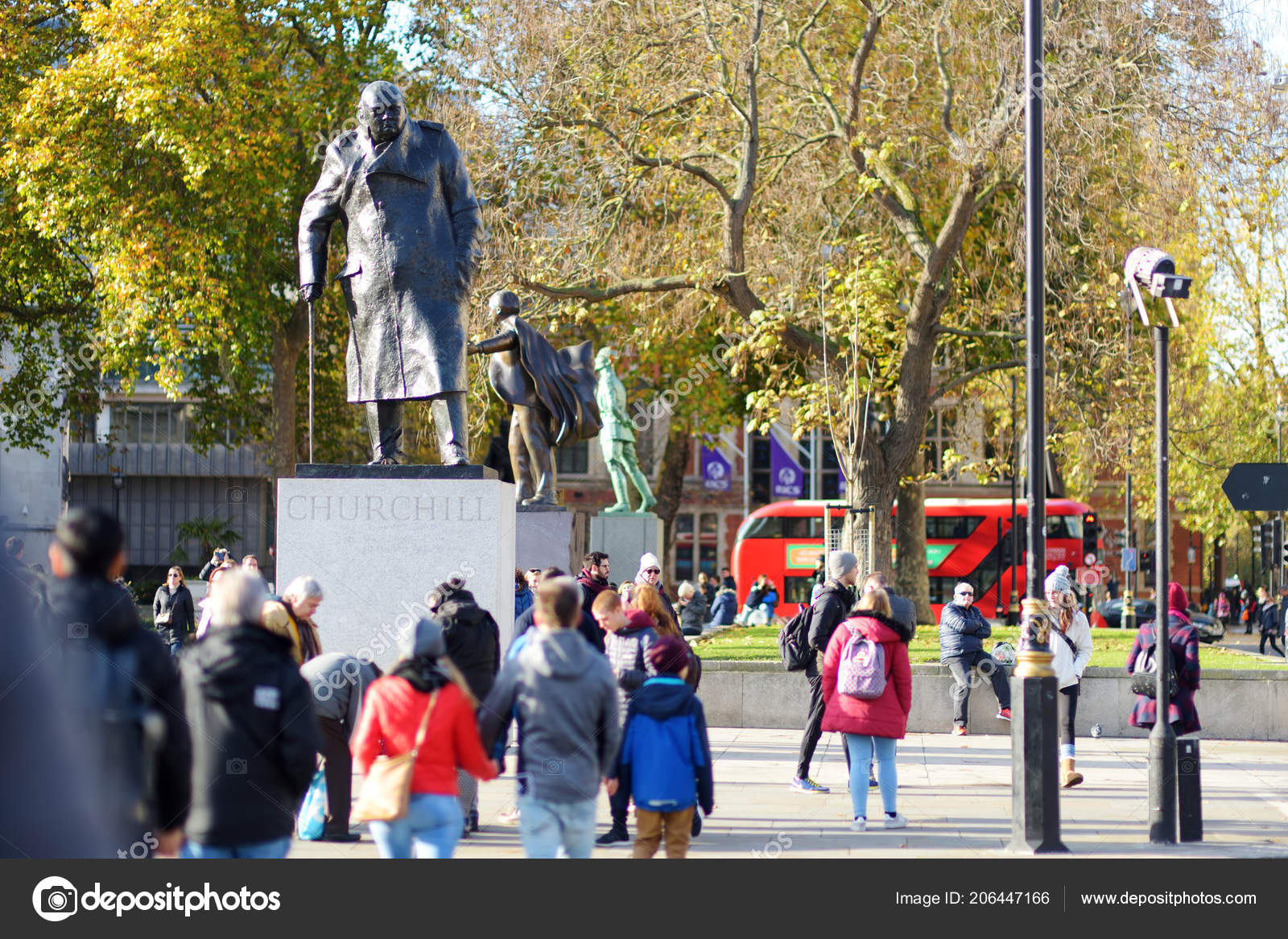 London November 2017 Lots Tourists Londoners Walking Streets