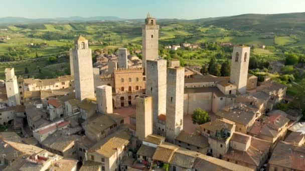 Légi kilátás San Gimignano és a középkori óváros a híres tornyok