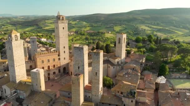 Luftaufnahme von San Gimignano und seiner mittelalterlichen Altstadt mit den berühmten Türmen