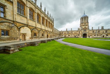 Tom Quad, the largest quad in Oxford, is dominated to the west by Tom Tower. Christ Church. Oxford University. England