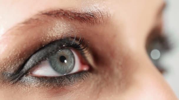 Detailní video žena oka s večerním make-up