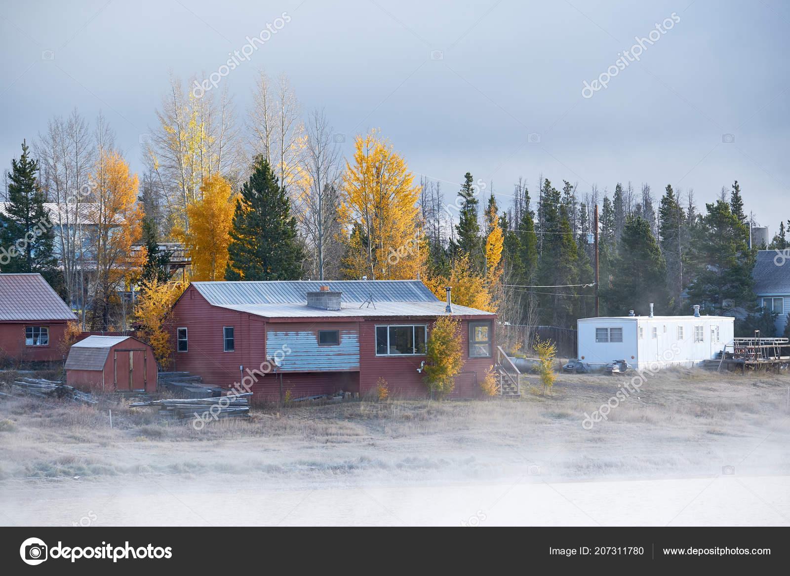 Morgen Nebel Herbstlandschaft Shadow Mountain Lake Mit Häuser