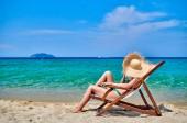 nő a bikini a strandon
