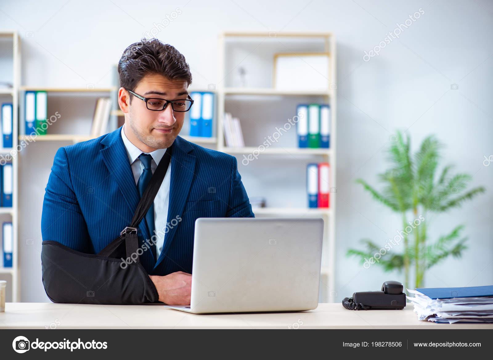 zaměstnanci datující se v práci