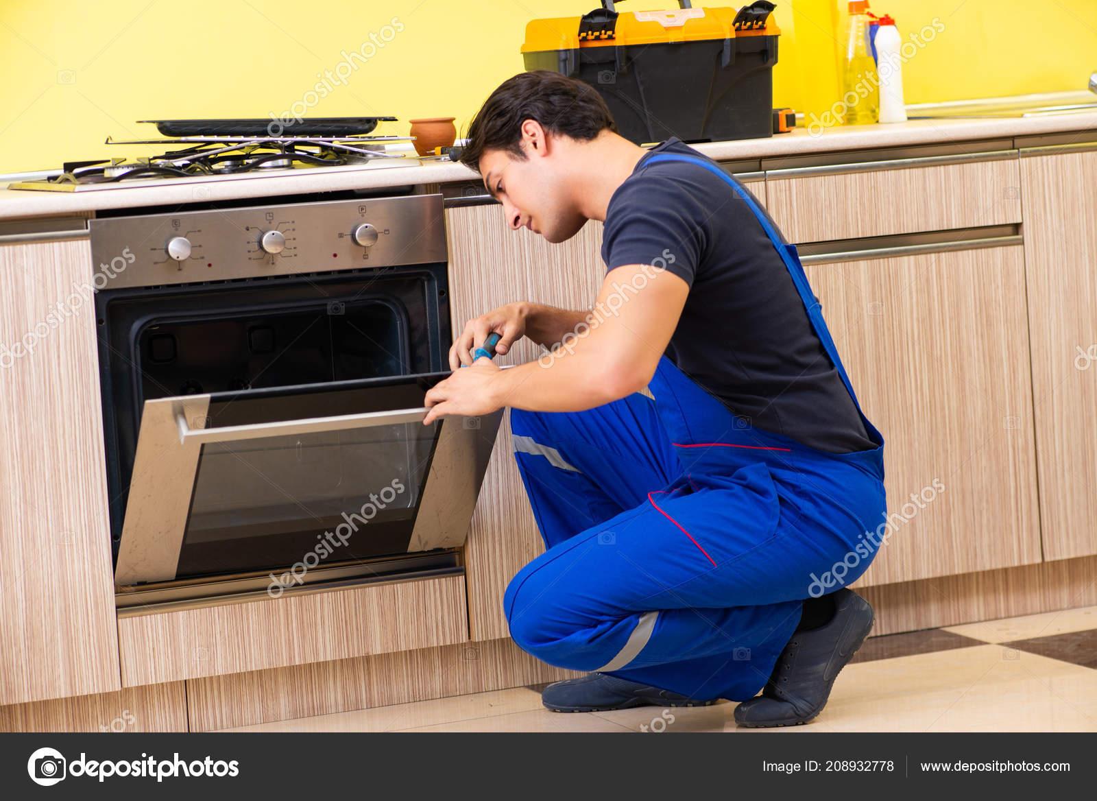 Jóvenes de servicio contratista de montaje de muebles de cocina ...