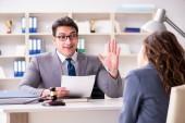 Ügyvéd jogi esethez tárgyal az ügyfél