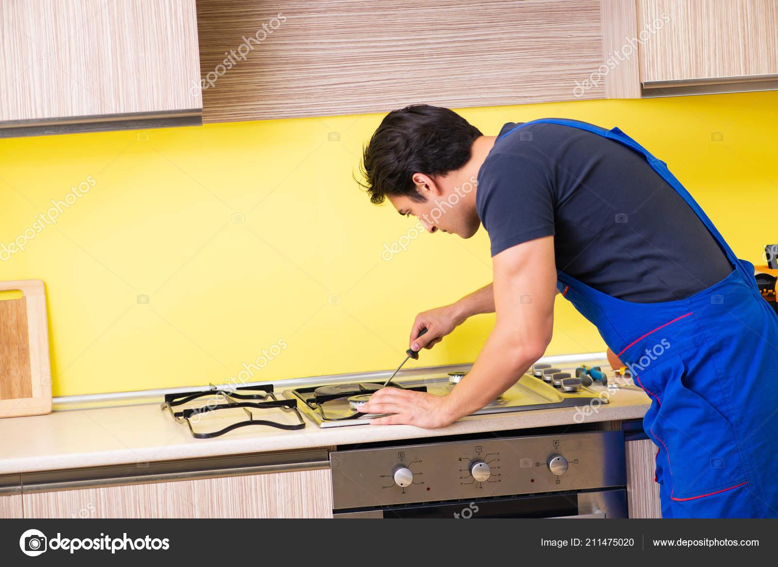 Jóvenes de servicio contratista de montaje de muebles de ...