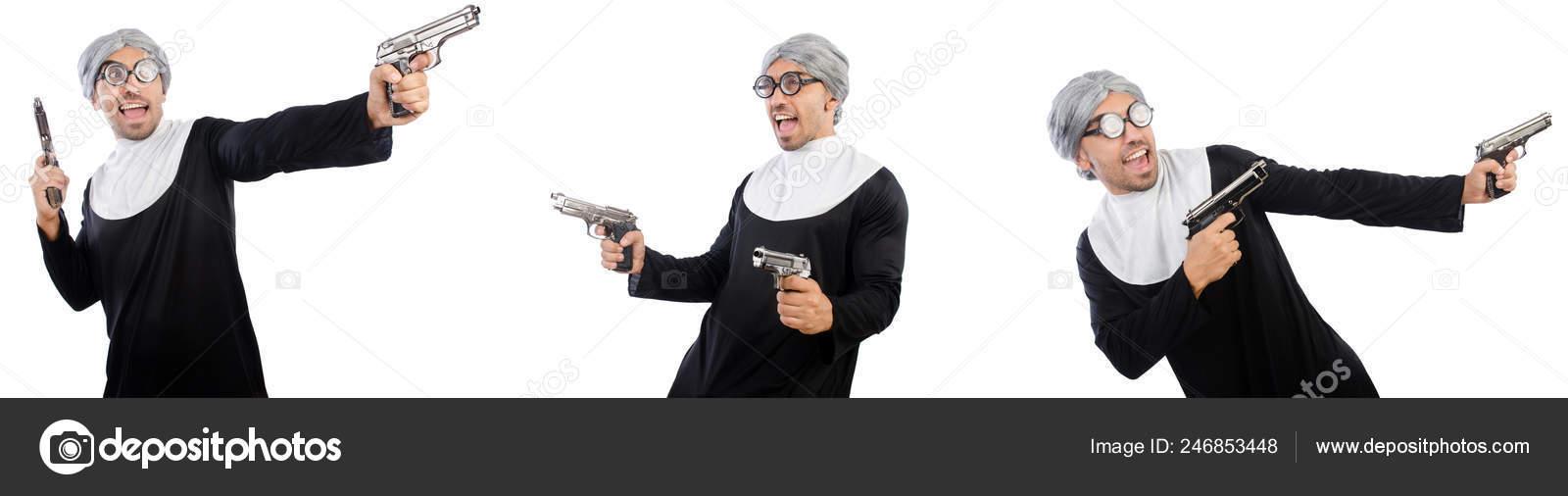 Hombre Vestido De Monja Con Arma De Fuego Foto De Stock