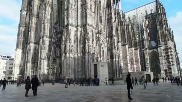Köln, Deutschland - 1. Januar 2016: Kölner Dom. Welterbe - gotische römisch-katholische Kathedrale in Köln. Unten nach oben schwenken