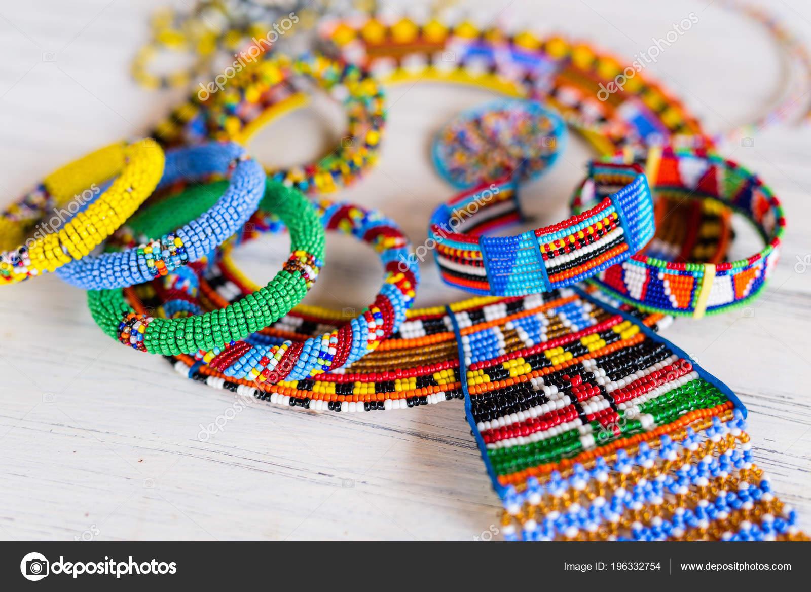 pas mal 3c6b7 5601b Bijoux Colorés Traditionnel Tribu Des Masaï — Photographie ...