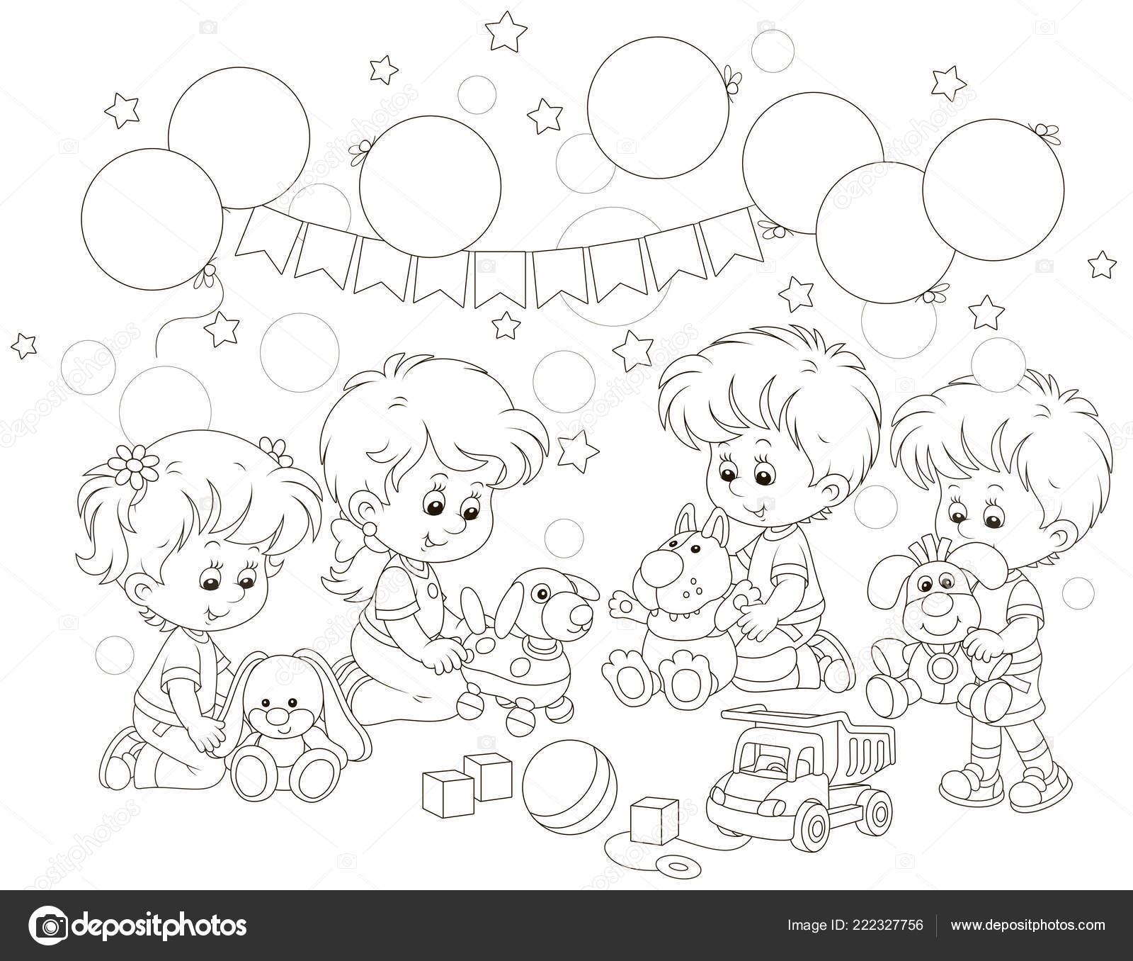 маленькие дети играя забавные мягкие игрушки игровую комнату