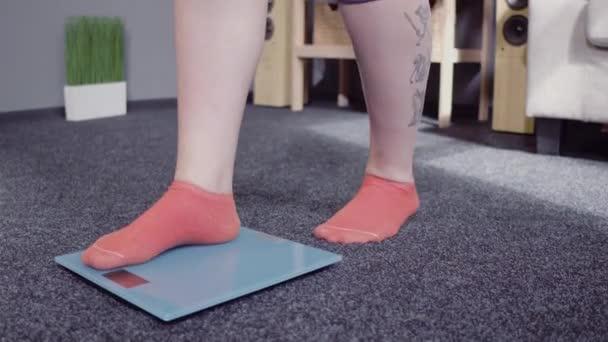 Kontrola hmotnosti na stupnicích