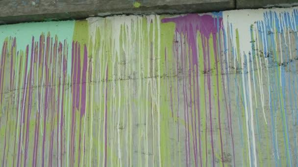 barevné kamenné zdi