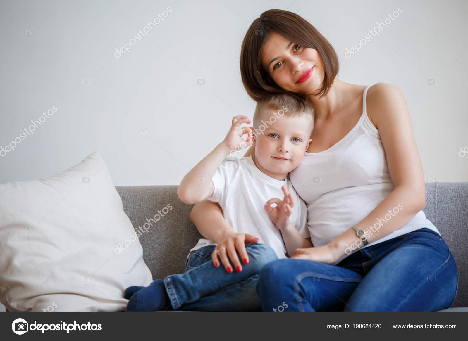 Соитие мамы с сыном, Порно: мама и сын. Инцест мамы и сына. Секс мамы 25 фотография